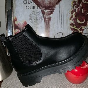 Flatform faux leather chelsea boot💋